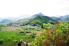 Ett ljust landskap från regionen av Crmnica Royaltyfri Bild