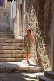 Ett möjlighetsmöte i den gamla staden Fotografering för Bildbyråer