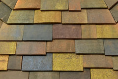 Ett mönstrat tak för konkret tegelplatta i olika färger Fotografering för Bildbyråer
