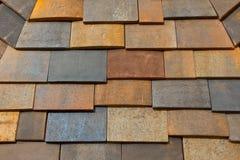 Ett mönstrat tak för konkret tegelplatta i olika färger Royaltyfri Fotografi