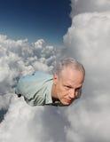 Ett manflyg till och med molnen royaltyfri foto