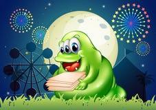 Ett monster som bär mycket legitimationshandlingar på karnevalet Royaltyfria Foton