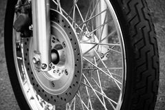 Ett motorcykelhjul royaltyfri bild