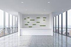 Ett mottagandeområde i en modern ljus ren kontorsinre Enorma panorama- fönster med den New York sikten Arkivbild