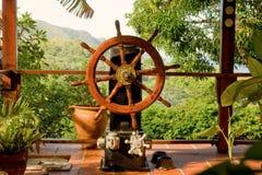 Ett nautiskt handlag på en karibisk farstubro arkivbild