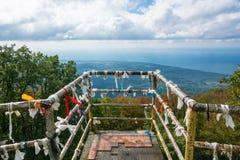 Ett observationsdäck på en höjd av 1005 meter, Gagra, Abchazien Arkivfoton
