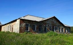 Ett otvungenhethus i norden av Ryssland royaltyfria bilder