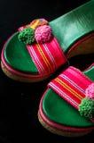 Ett par av gulliga sandaler för hög häl Arkivfoton