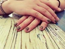 Ett par av härliga händer arkivbild
