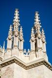 Ett par av kyrkliga tornspiror royaltyfri fotografi