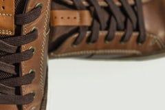 Ett par av skor för brunt för man` s Lekmanna- lägenhet Arkivbild
