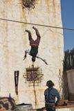 Ett par av stuntman utför på gamla Tucson Arkivfoto