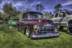 Ett par av 50-tal Chevy Trucks Arkivfoto