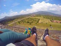 Ett par som reser världen Fotografering för Bildbyråer