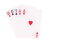Ett par som spelar kort som isoleras på vit bakgrund Arkivbild