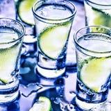 Ett parti i klubban Coctailar på stången _ royaltyfria bilder
