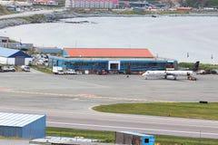 Ett Pen Air flygplan på Tom Madsen Airport i den holländska hamnen, Unalas Royaltyfri Fotografi