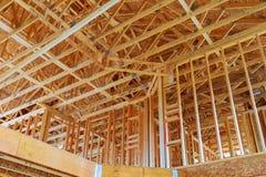 Ett pinne byggt hus under konstruktion royaltyfria foton