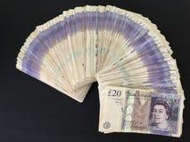 Ett pund sterling för kassa för tjugo pundanmärkningar Royaltyfri Foto
