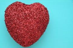 Ett rött blänker hjärta Arkivfoton