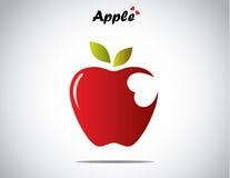 Ett rött färgrikt skinande äpple med gröna sidor med en hjärta formad tugga Royaltyfri Bild
