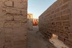 Ett rött herraväldefotografi i perspektiv, Al Jazirah Al Hamra, Ras Al Khaimah arkivbild