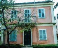 Ett Random House i den Korfu ön Grekland Arkivbild