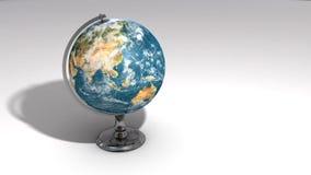 Ett realistiskt jordklot på en kromsockel över vit B stock illustrationer
