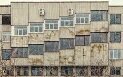 Ett säreget arkitektoniskt exempel nära den polska trädgården i St Petersburg Arkivfoto