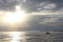 Ett skepp i ett hav Royaltyfria Bilder