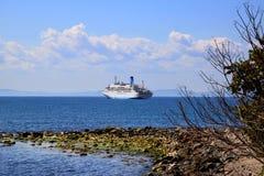Ett skepp på Blacket Sea Royaltyfri Bild