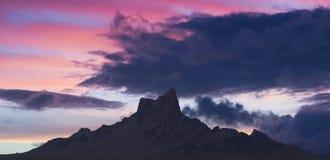 Ett skott för solnedgång för Picacho maximumdelstatspark, Arizona arkivbilder