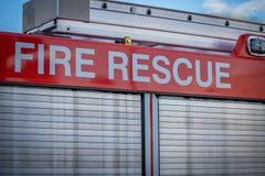 Ett slut upp av en parkerad brandräddningsaktionlastbil royaltyfri foto