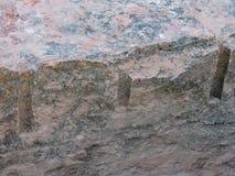 Ett slut upp exempel av bruten sten vaggar som kan finnas på tempelvillebrådslingan på det röda helgonet George Sandstone Royaltyfri Bild