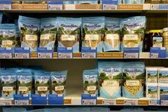 Ett sortiment av sunt och socker frigör foods Royaltyfri Foto