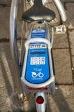 Ett stadsnätverk av hyra cyklar, Nextbike är mer och mer populärt bland medborgarna av Glasgow och att ge en billig och snabb väg Fotografering för Bildbyråer