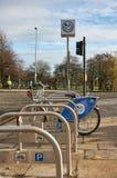 Ett stadsnätverk av hyra cyklar, Nextbike är mer och mer populärt bland medborgarna av Glasgow och att ge en billig och snabb väg Arkivbilder