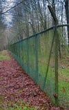Ett staket för ingrepp för lång och hög tråd Arkivfoto
