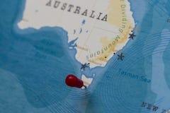 Ett stift på hobart, Australien i världskartan arkivfoto