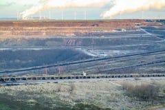 Ett stort brunt kol som är öppet - gjuten gropmin vid Garzweiler i Tyskland royaltyfria foton