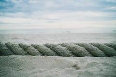 Ett stort rep på stranden Fotografering för Bildbyråer