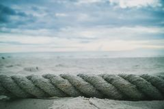 Ett stort rep på stranden Royaltyfri Bild