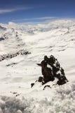 Ett stort vaggar i snön Royaltyfri Fotografi