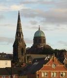 Ett Sts James kyrklig sikt för kyrka och St Peter och Sts Paul Arkivbilder