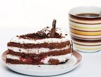 Ett stycke av chokladcaken med kaffe royaltyfria bilder