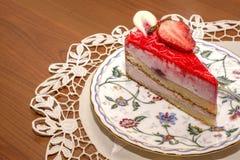 Ett stycke av jordgubbepajen Arkivbild