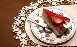 Ett stycke av jordgubbepajen Arkivfoton