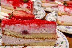Ett stycke av jordgubbepajen Royaltyfria Bilder