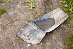 Ett stycke av plast- efter ett regn (vatten i avskrädet) Arkivfoton