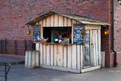 Ett tält med drinkar, mellanmål, te och kaffe Royaltyfria Foton